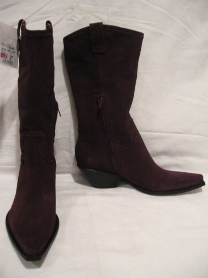 $146 NEW BCBG GIRL Womens Burgundy Boots, size 6.5