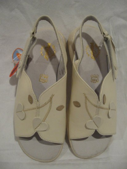 $95 New Primigi Sky Effect Girls Sandal Shoes size 32
