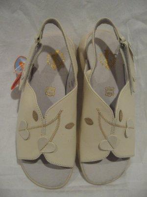$95 New Primigi Sky Effect Girls Sandal Shoes size 32