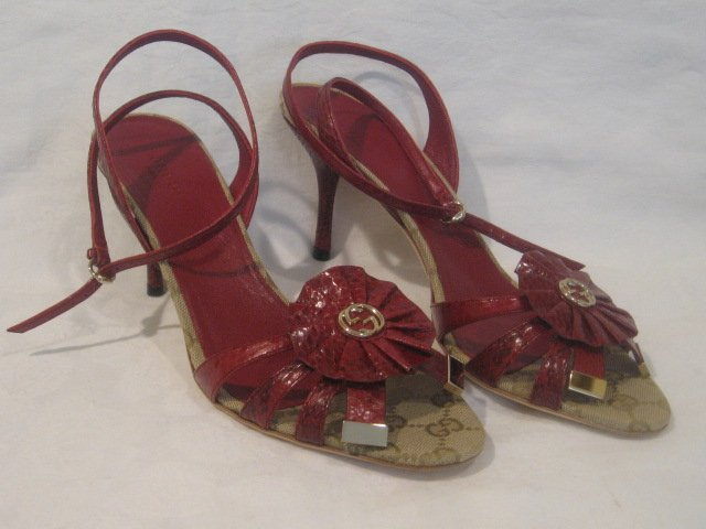 $795 New in Box Authentic GUCCI Women PYTHON GG SANDALS shoes size 7 B - FREE SHIPPING.
