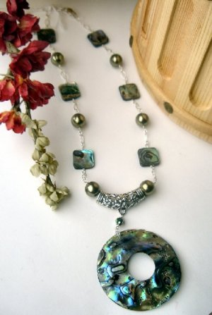 N0017 -  NECKLACE WITH BEAUTIFUL  ABALONE SHELL (FREE EARRINGS)