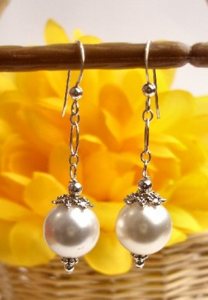 E0024 -  EARRINGS WITH BEAUTIFUL  WHITE SHELL BEADS (FREE SHIPPING)