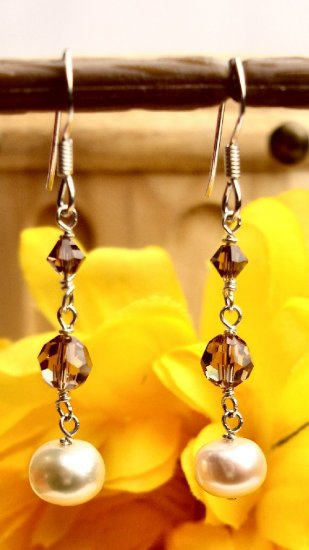 E0031 - EARRINGS WITH BEAUTIFUL BEIGE FRESH WATER PEARLS AND SWAROVSKI CRYSTAL (FREE SHIPPING)