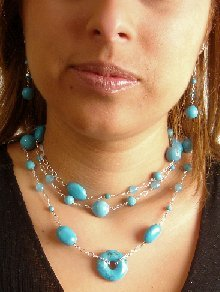 N0629 - NECKLACE WITH AUTHENTIC BLUE TURQUOISE BEADS AND BLUE QUARTZ BEADS (FREE EARRINGS)