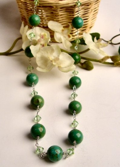 N06584 - NECKLACE WITH GREEN TURQUOISE BEADS AND SWAROVSKI CRYSTAL (FREE EARRINGS)
