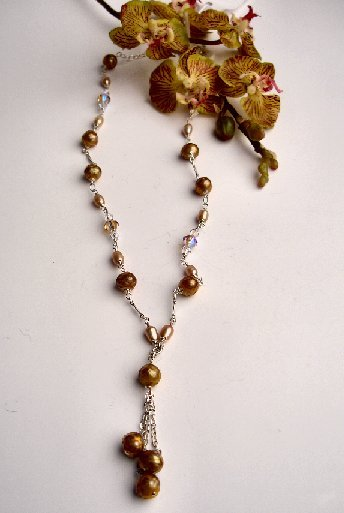 N06734 - NECKLACE WITH BEAUTIFUL GOLDEN AND BEIGE FRESHWATER PEARLS - SWAROVSKI  CRYSTAL AB