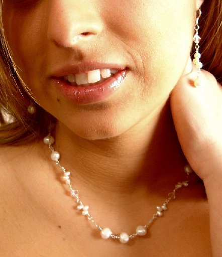N06724 - NECKLACE WITH BEAUTIFUL WHITE FRESHWATER PEARLS - SWAROVSKI CRYSTAL AB BEADS