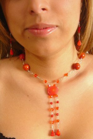 N06744 - NECKLACE WITH NATURAL RED CORAL BEADS - SWAROVSKI CRYSTAL AB (FREE EARRINGS)
