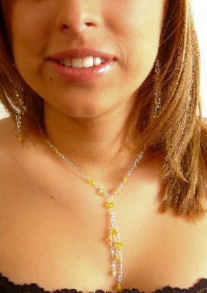 N0605 - NECKLACE WITH YELLOW SWAROVSKI CRYSTAL AB (FREE EARRINGS)