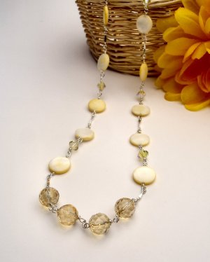 N06863 - NECKLACE WITH BEAUTIFUL YELLOW SHELL AND SWAROVSKI CRYSTAL AB (FREE EARRINGS)
