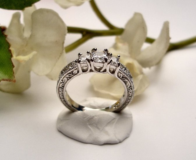 R0018 - RING WITH CLEAR CZ (FREE SHIPPING)