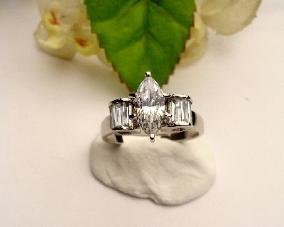 R0042 -  RING WITH CLEAR CUBIC ZIRCONIA / BAGUETTES (FREE SHIPPING)