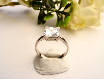 R0048 - RING WITH CLEAR CUBIC ZIRCONIA (FREE SHIPPING)