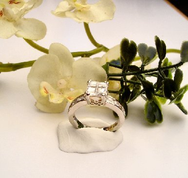 R0025 - RING WITH CLEAR CUBIC ZIRCONIA  (FREE SHIPPING)