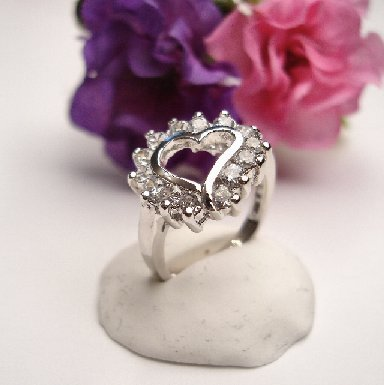 R0056 - RING WITH CLEAR CUBIC ZIRCONIA HEART (FREE SHIPPING)