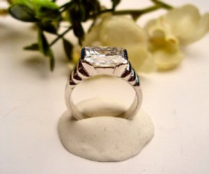 R0062 - RING WITH CLEAR CUBIC ZIRCONIA (FREE SHIPPING)