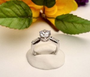 R0074 - RING SOLITAIRE WITH CLEAR CUBIC ZIRCONIA / BAGUETTES (FREE SHIPPING)