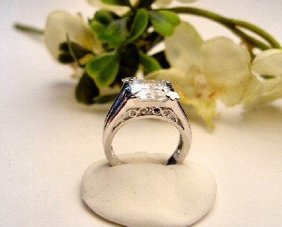 R0070 - RING WITH CLEAR CUBIC ZIRCONIA (FREE SHIPPING)