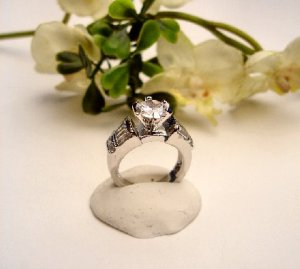R0069 - RING WITH CLEAR CUBIC ZIRCONIA  / BAGUETTES (FREE SHIPPING)