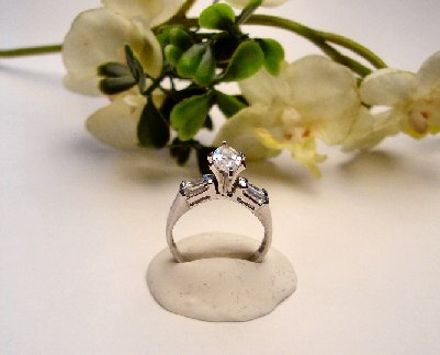 R0065 - RING WITH CLEAR CUBIC ZIRCONIA / BAGUETTES (FREE SHIPPING)