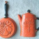 VINTAGE PLASTIC COFFEE POT & SKILLET WALL HANGINGS 1972
