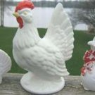 VINTAGE RED & WHITE HEN w/ SALT & PEPPER SHAKERS JAPAN