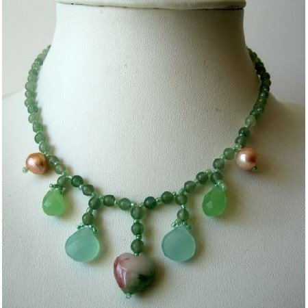UNE044  Cute Green Lucite Bead Necklace w/ Simulated Stone Dangling