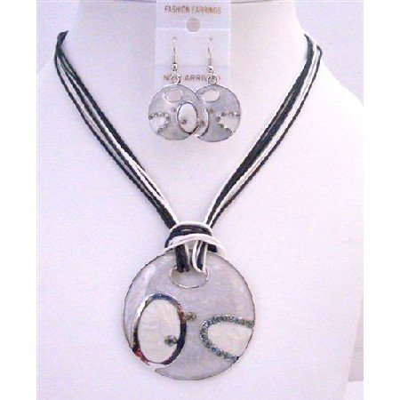 NS649 Fabulous Costume Jewelry Necklace Black & White Thread Necklace w/ Grey Round Pendant