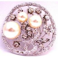 B528  Turn Holiday Shopping Into Pleasure Christmas Gifts Ivory Pearls Round Brooch