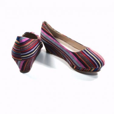 New Adorable Multicolored Canvas Wedges Size 4