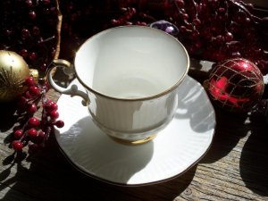 ELIZABETHAN China Charmaine Gold Trim Footed Cup & Saucer Set