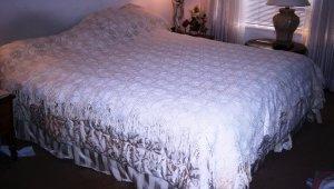 Antique bedspread popcorn pattern white handmade