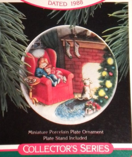 "Hallmark #2 ""Waiting For Santa"" Ornament Plate 1988"