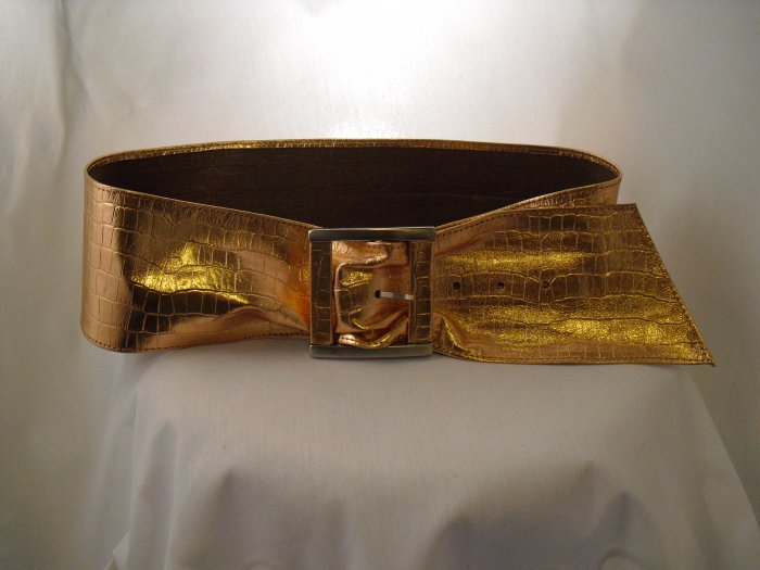 Wide leather belt in copper