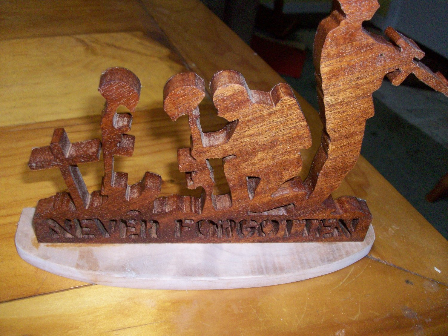 Wooden Never forgotten soldier military display