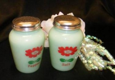 G3328 Tall Jadeite Daisy Round Range Top Salt Pepper Set