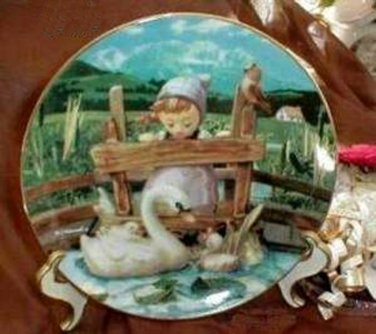 228 Danbury Hummel Feathered Friends Collector Plate