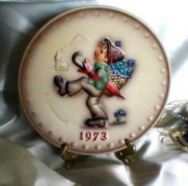 2283 Annual Hummel 1973 Collector Plate