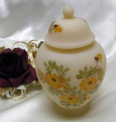 3613 Fenton Daisies On Cameo Satin Temple Jar
