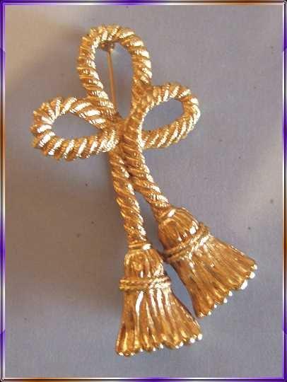 Christmas Pin XLG Vintage Gold Tassel Brooch 9418