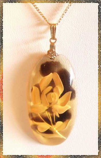 Carved Amber Lucite Flower Pendant Vintage Necklace 9532