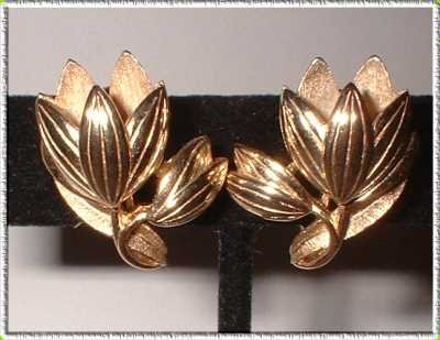 Gold Flower Earrings Crown Trifari Vintage Tulip Clips 9071