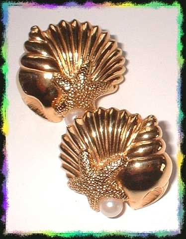 Vintage Designer Earrings Gold Sea Shells w Pearls 8520