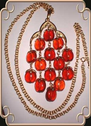 Amber Lucite Necklace Crown Trifari Chandelier w Gold 9008