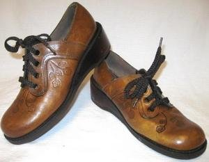 Vintage 60s 70s KINNEY Tooled Leather Wedge Shoes 8-8.5