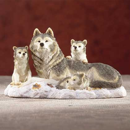 31301 Alabastrite Wolf Family On Snow