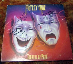 """MOTLEY CRUE    autographed    SIGNED   """" Pain """"   RECORD        *proof"""