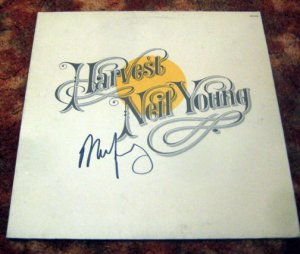 "NEIL YOUNG    autographed   SIGNED  "" Harvest ""  RECORD      *proof"