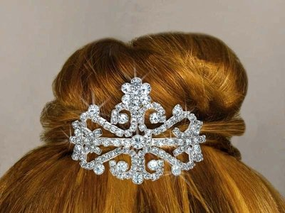 Tiara Comb Crystals In A Flower & Filigree Design.