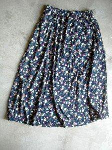New Floral blue mid calf Skirt SZ L